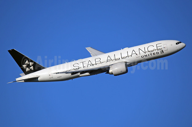 United Airlines Boeing 777-224 ER N78017 (msn 31679) (Star Alliance) LHR (Keith Burton). Image: 944609.