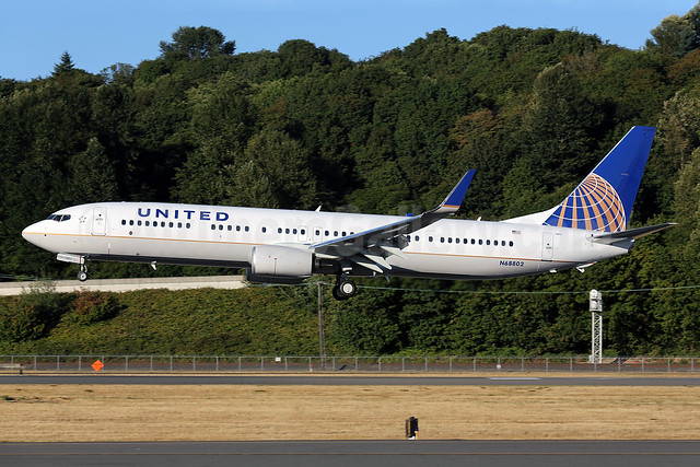United Airlines Boeing 737-924 ER WL N68802 (msn 42739) BFI (James Helbock). Image: 913293.