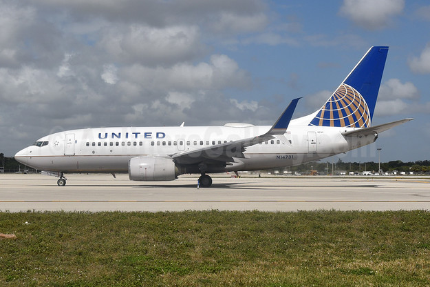 United Airlines Boeing 737-724 SSWL N14731 (msn 28799) FLL (Bruce Drum). Image: 104658.