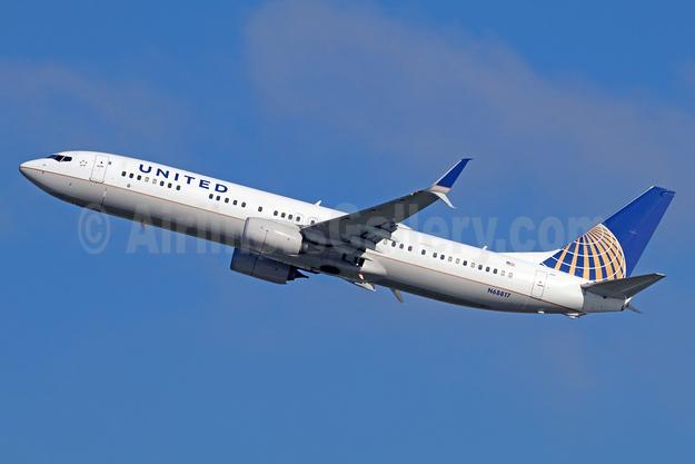 United Airlines Boeing 737-924 ER SSWL N68817 (msn 42747) LAX (Michael B. Ing). Image: 936871.