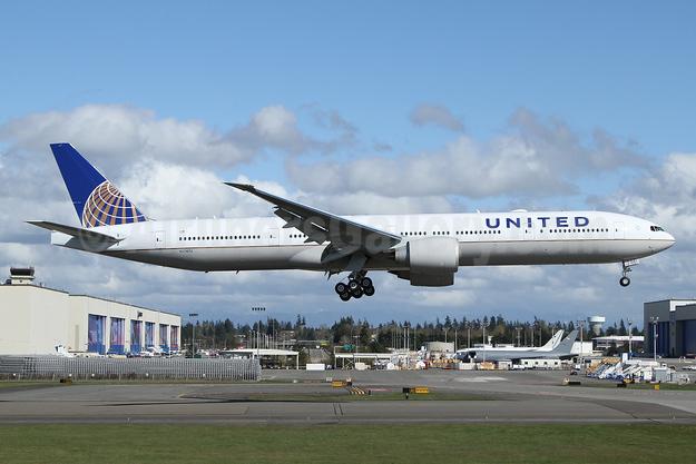 United Airlines Boeing 777-300 ER N2747U (msn 64991) PAE (Nick Dean). Image: 941502.