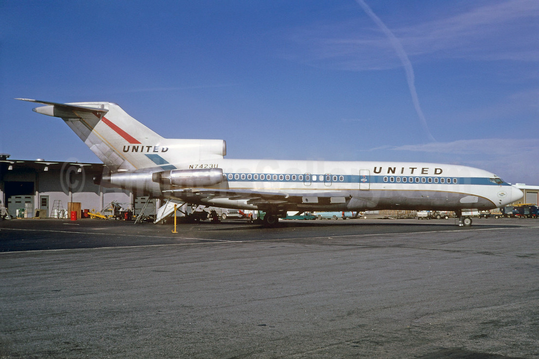 United Airlines Boeing 727-22C N7423U (msn 19198) ATL (Bruce Drum). Image: 103003.