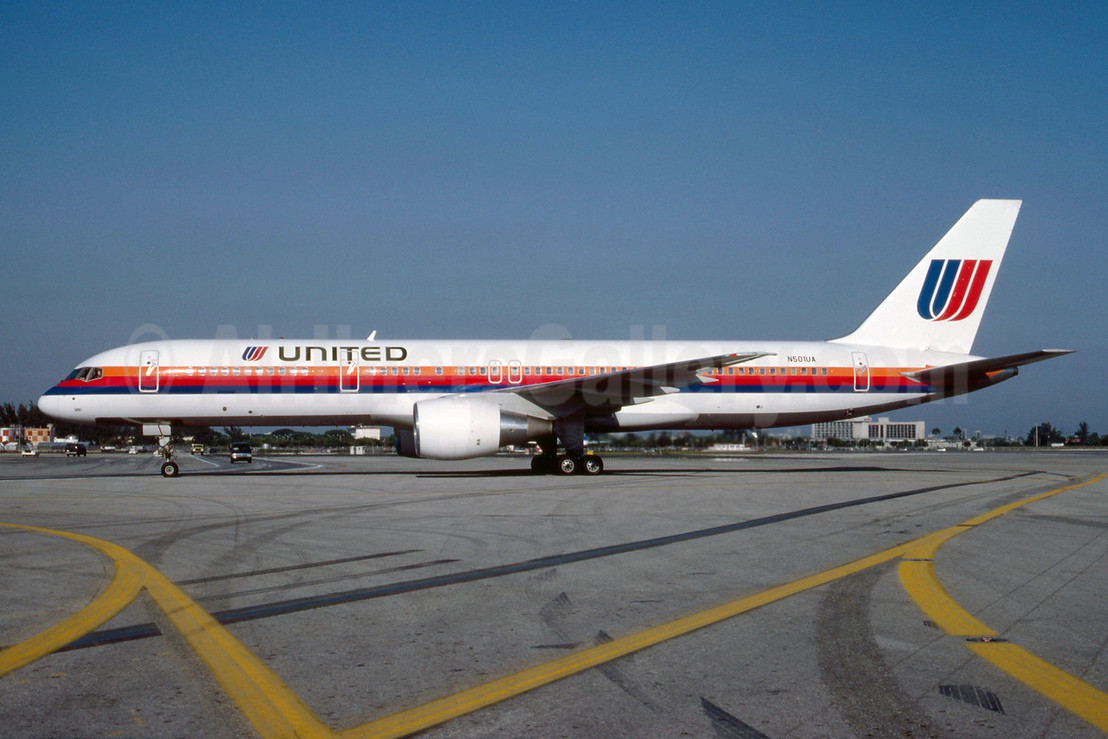 The first United Boeing 757-200, delivered on August 24, 1989