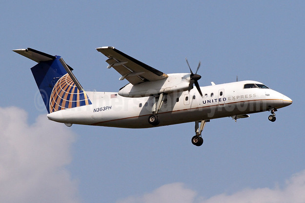 United Express-CommutAir Bombardier DHC-8-202 (Q200) N363PH (msn 520) IAD (Brian McDonough). Image: 909271.