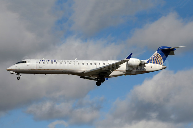 United Express-GoJet Airlines Bombardier CRJ700 (CL-600-2C10) N169GJ (msn 10273) YYZ (Jay Selman). Image: 403779.