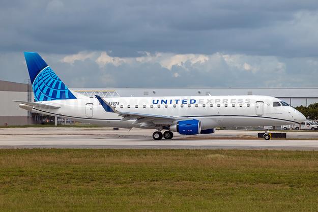 United Express-Mesa Airlines Embraer ERJ 170-200LR (ERJ 175)  N85373 (msn 17000865) FLL (Andy Cripps). Image: 952304.