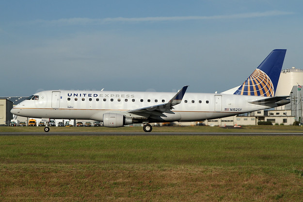 United Express-SkyWest Airlines Embraer ERJ 170-200LR (ERJ 175) N152SY (msn 17000549) PAE (Nick Dean). Image: 948984.