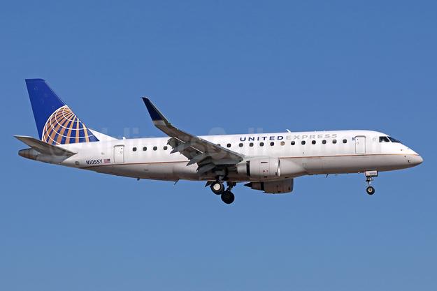 United Express-SkyWest Airlines Embraer ERJ 170-200LR (ERJ 175) N105SY (msn 17000395) SNA (Michael B. Ing). Image: 943213.