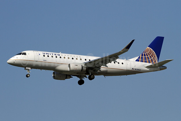 United Express-SkyWest Airlines Embraer ERJ 170-200LR (ERJ 175) N139SY (msn 17000468) LAX (Ron Monroe). Image: 944561.