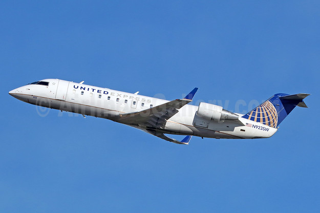 United Express-SkyWest Airlines Bombardier CRJ200 (CL-600-2B19) N923SW (msn 7664) LAX (Michael B. Ing). Image: 936854.