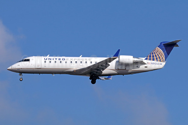 United Express-SkyWest Airlines Bombardier CRJ200 (CL-600-2B19) N905SW (msn 7437) LAX (Michael B. Ing). Image: 941705.