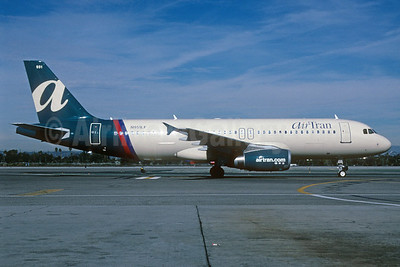 AirTran Airways (Ryan International Airlines) Airbus A320-232 N951LF (msn 460) LAX (Roy Lock). Image: 920117.