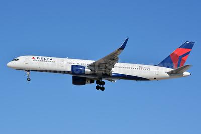Delta Air Lines Boeing 757-232 WL N660DL (msn 24422) LAS (Jay Selman). Image: 402676.
