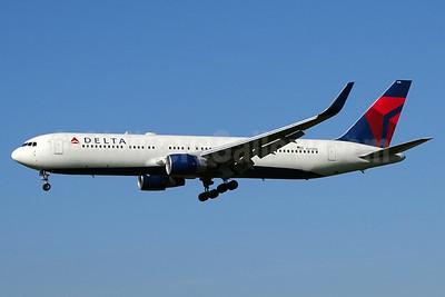 Delta Air Lines Boeing 767-332 ER WL N179DN (msn 25144) ZRH (Paul Bannwarth). Image: 929535.