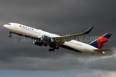 Delta Air Lines Boeing 767-332 ER WL N173DZ (msn 29692) LHR (SPA). Image: 928832.