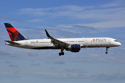 Delta Air Lines Boeing 757-232 WL N685DA (msn 27588) ANC (Ken Petersen). Image: 928519.