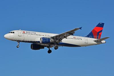 Delta Air Lines Airbus A320-211 N330NW (msn 307) LAS (Jay Selman). Image: 402439.