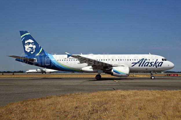 Alaska Airlines Airbus A320-214 N625VA (msn 2800) SEA (Bruce Drum). Image: 104705.