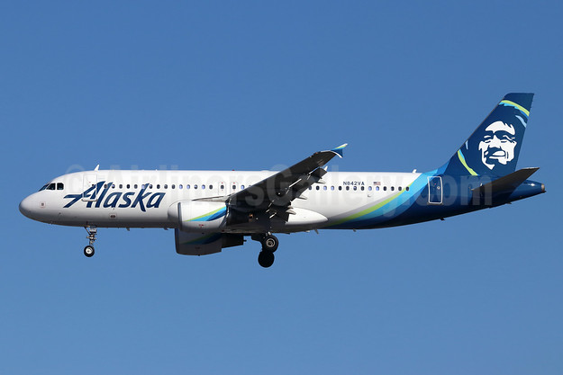 Alaska Airlines Airbus A320-214 N842VA (msn 4805) SNA (Michael B. Ing). Image: 947163.