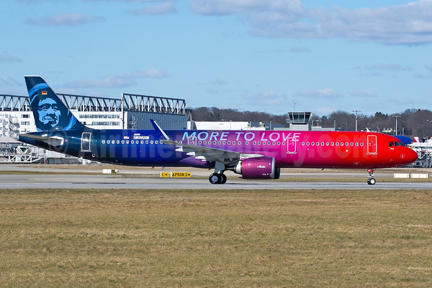 """The Airbus A321neo """"More to Love"""" logo jet"""