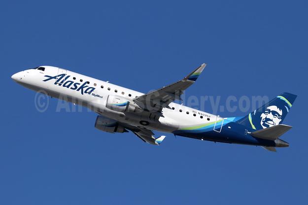 Alaska SkyWest (SkyWest Airlines) Embraer ERJ 170-200LR (ERJ 175) N403SY (msn 17000738) LAX (Michael B. Ing). Image: 945520.