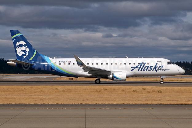 Alaska SkyWest (SkyWest Airlines) Embraer ERJ 170-200LR (ERJ 175) N197SY (msn 17000709) SEA (Michael B. Ing). Image: 942038.
