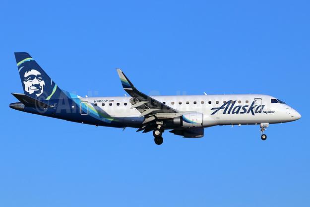 Alaska SkyWest (SkyWest Airlines) Embraer ERJ 170-200LR (ERJ 175) N400SY (msn 17000732) SNA (Michael B. Ing). Image: 947332.