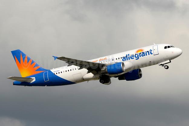 Allegiant Air Airbus A320-214 N221NV (msn 1288) FLL (Jay Selman). Image: 403422.