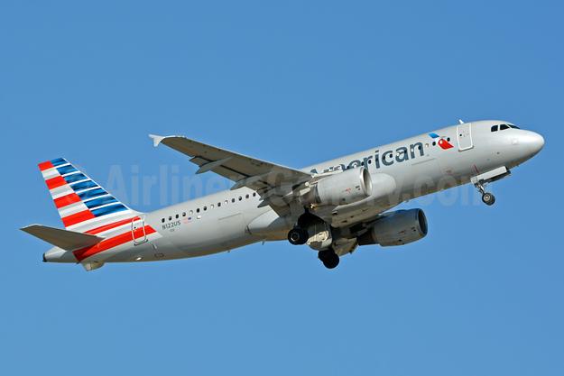 American Airlines Airbus A320-214 N122US (msn 1298) CLT (Jay Selman). Image: 403165.