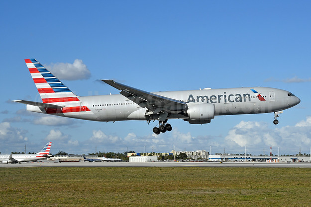 American Airlines Boeing 777-223 ER N765AN (msn 32879) MIA (Bruce Drum). Image: 104968.