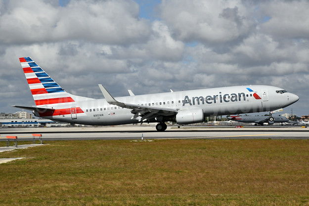 First AA 737-823, delivered on February 7, 1999