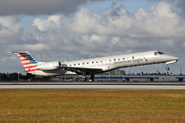 American Eagle (2nd)-Envoy Embraer ERJ 145LR (EMB-145LR) N644AE (msn 145204) MIA (Bruce Drum). Image: 104675.