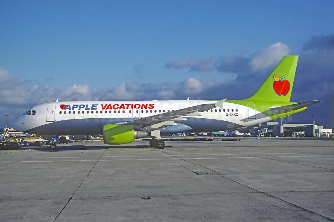 Apple Vacations (Ryan International Airlines) Airbus A320-214 G-BXKC (msn 730) (JMC Air colors) MAN (Andrew Yarwood). Image: 930442.