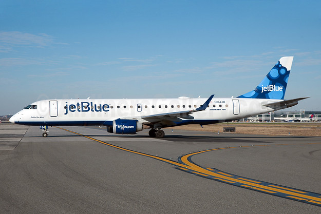 JetBlue Airways Embraer ERJ 190-100 IGW N184JB (msn 19000008) (Blueberries) JFK (Fred Freketic). Image: 930230.