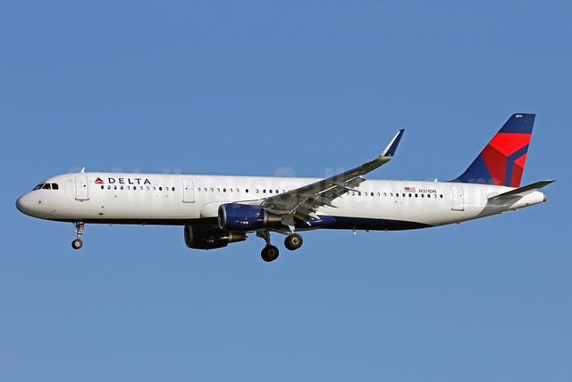 Delta Air Lines Airbus A321-211 WL N311DN (msn 7304) DCA (Brian McDonough). Image: 935569.