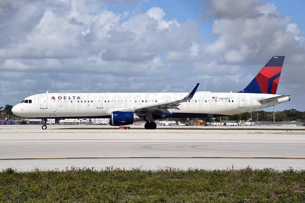 Delta Air Lines Airbus A321-211 WL N333DX (msn 8026) FLL (Bruce Drum). Image: 105017.