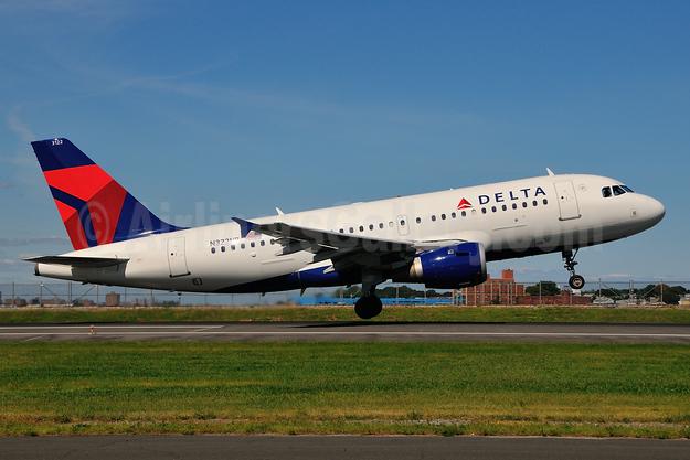 Delta Air Lines Airbus A319-114 N322NB (msn 1434) LGA (Ken Petersen). Image: 924148.