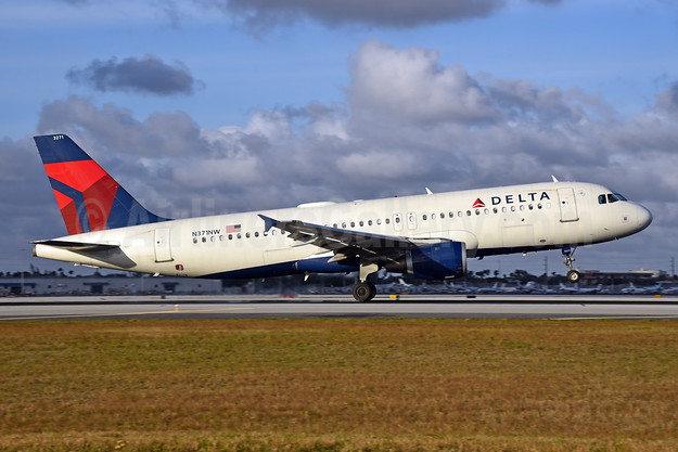 Delta Air Lines Airbus A320-212 N371NW (msn 1535) MIA (Bruce Drum). Image: 104666.