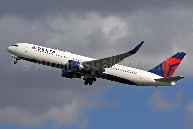 Delta Air Lines Boeing 767-332 ER WL N179DN (msn 25144) LHR (SPA). Image: 942697.