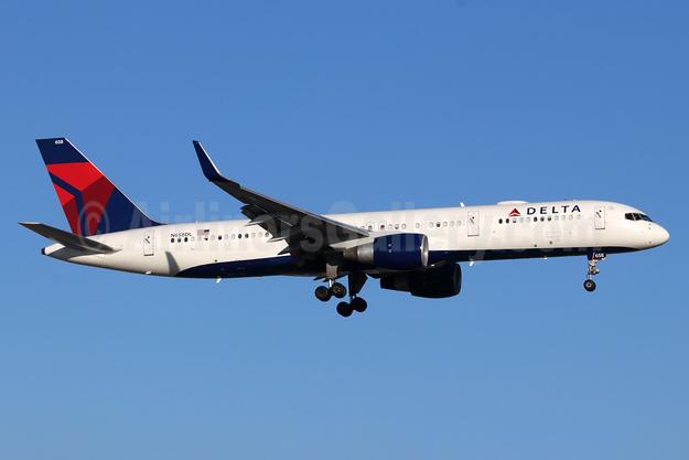 Delta Air Lines Boeing 757-232 WL N658DL (msn 24420) SNA (Michael B. Ing). Image: 948096.