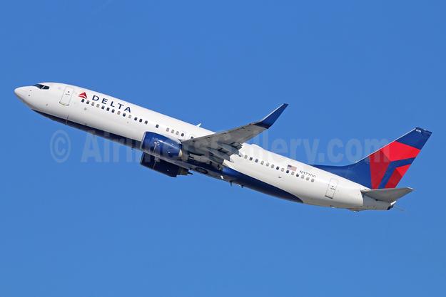 Delta Air Lines Boeing 737-832 WL N37700 (msn 29631) LAX (Michael B. Ing). Image: 930518.