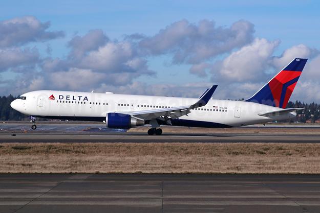 Delta Air Lines Boeing 767-332 ER WL N1613B (msn 32776) SEA (Michael B. Ing). Image: 942387.