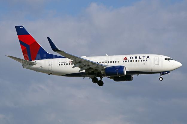 Delta Air Lines Boeing 737-732 WL N303DQ (msn 29688) FLL (Wade DeNero). Image: 901918.
