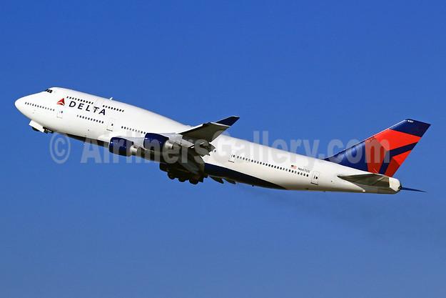 Delta Air Lines Boeing 747-451 N667US (msn 24222) LAX (Brandon Farris). Image: 905925.