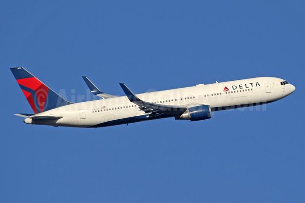 Delta Air Lines Boeing 767-332 ER WL N1612T (msn 30575) LHR (SPA). Image: 941609.