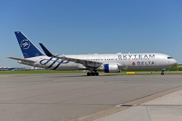 Delta Air Lines Boeing 767-332 ER WL N175DZ (msn 29696) (SkyTeam) AMS (Ton Jochems). Image: 943648.