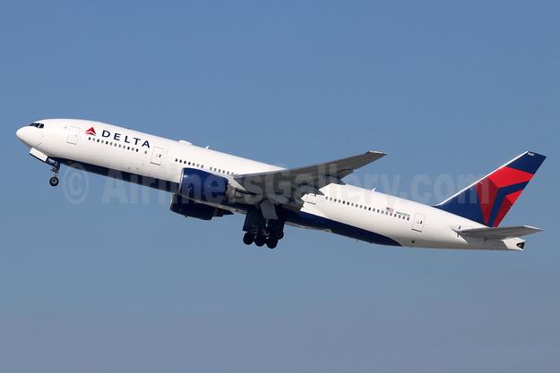 Delta Air Lines Boeing 777-232 ER N860DA (msn 29951) LAX (Michael B. Ing). Image: 948799.