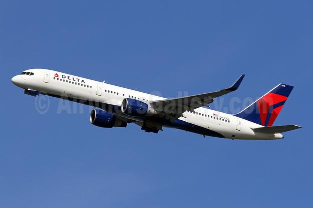 Delta Air Lines Boeing 757-232 WL N699DL (msn 29970) DCA (Brian McDonough). Image: 924146.