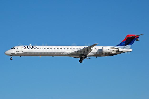 Delta Air Lines McDonnell Douglas MD-90-30 N905DA (msn 53385) MIA (Bruce Drum). Image: 100298.