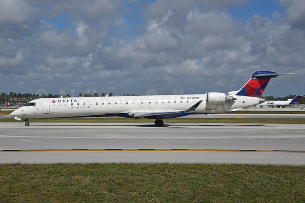 Delta Connection-Endeavor Air Bombardier CRJ900 (CL-600-2D24) N319PQ (msn 15319) FLL (Bruce Drum). Image: 104729.